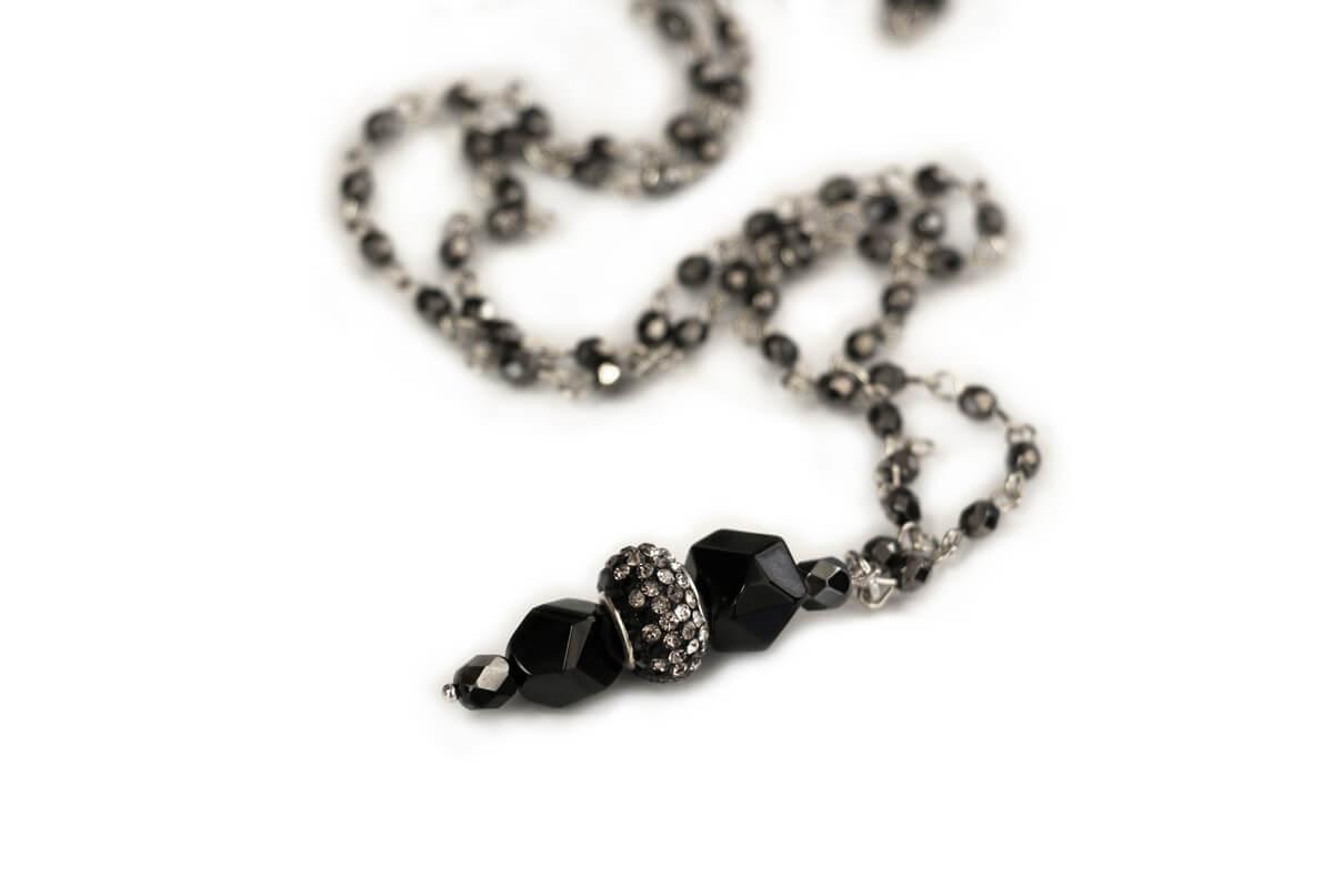Collana catena Rosario colore Nero con Pendente con Perle Plexi e Mezzo Cristallo colore Nero