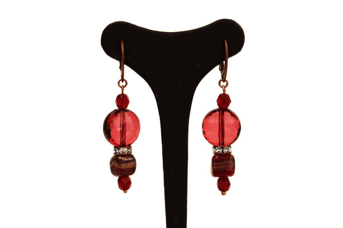 """Orecchini pendenti """"GIOIELLO"""" con perle in Vetro e in Plexi colore Rosso"""