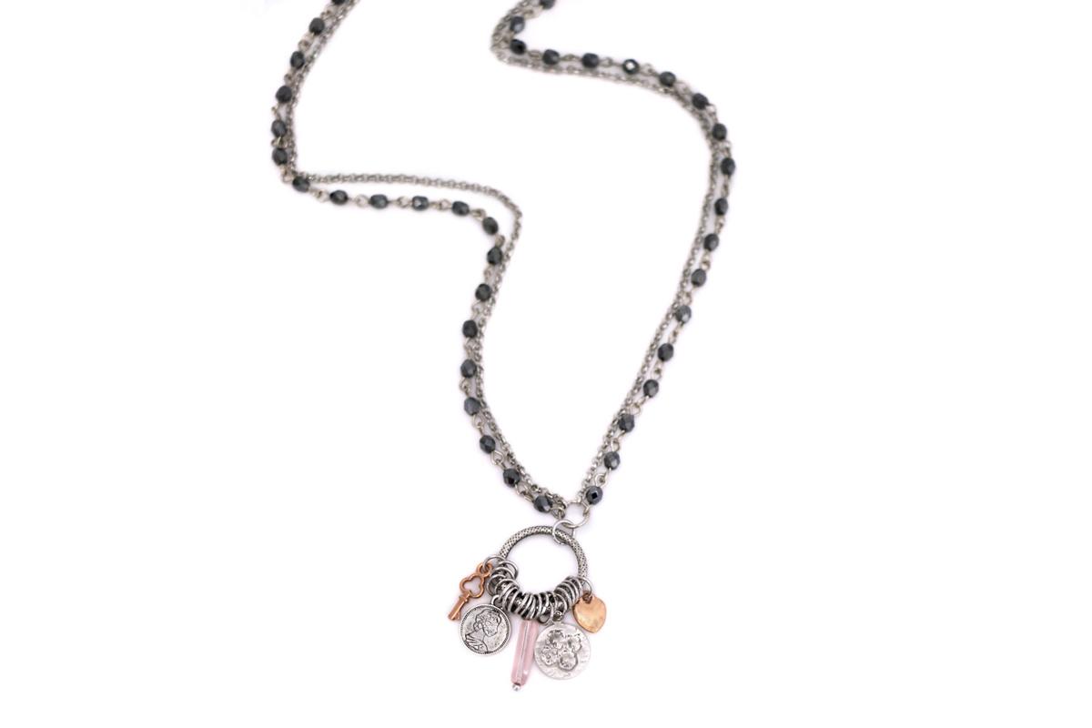 Collana lunga Catena rosario Hematite e rolò con centrale impreziosito da Charms
