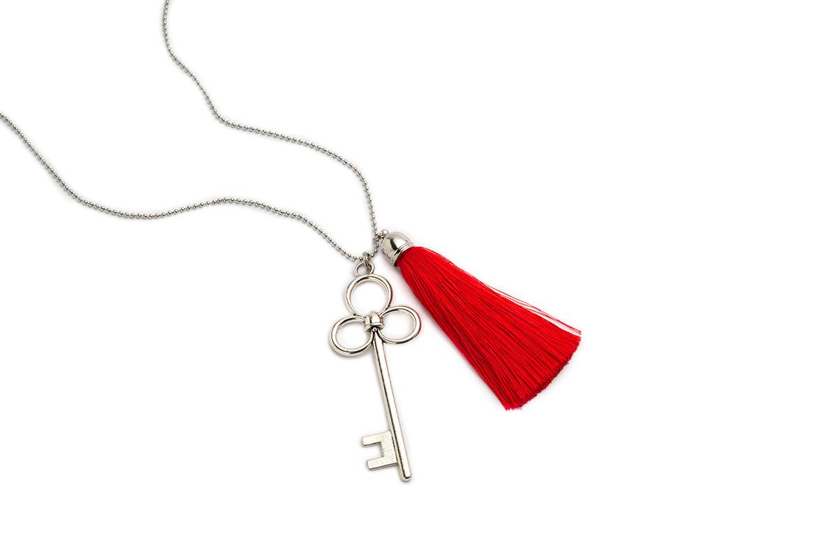 Collana lunga colore Nichel con Chiave e Nappa Rossa